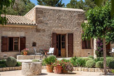 Interior de la Demi Suite de Castell Son Claret, el hotel con Suites de lujo en Mallorca.