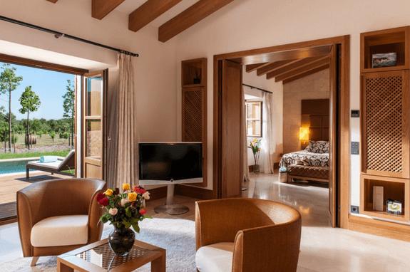Suite con piscina privada del hotel en Mallorca de lujo, Castell Son Claret, en el corazón de la Sierra de Tramuntana.