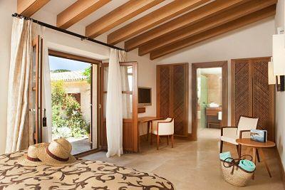 Interior de la habitación Estate de Castell Son Claret, el hotel con habitaciones y Suites de lujo en Mallorca. Habitación estándar del Hotel de lujo en Mallorca.