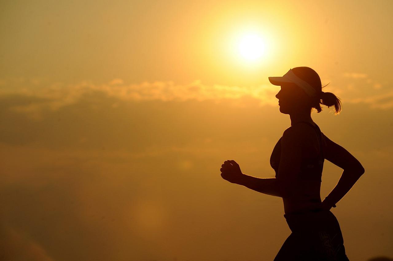eine Läuferin in der mallorquinischen Sonne