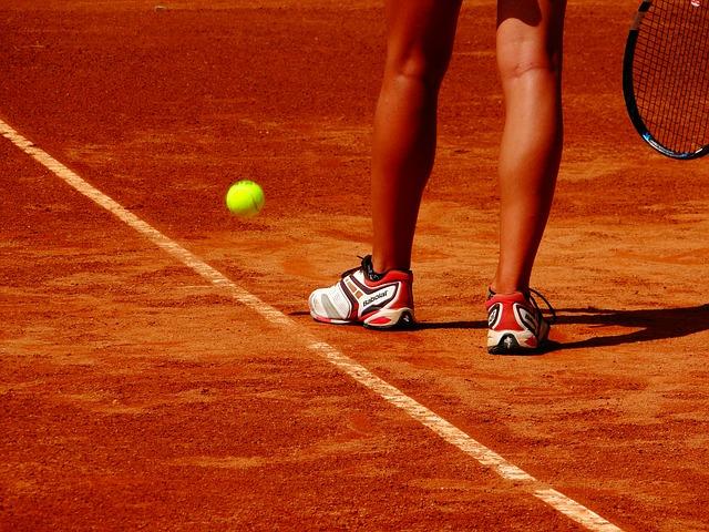 Tennisspieler auf einem Sandplatz auf Mallorca
