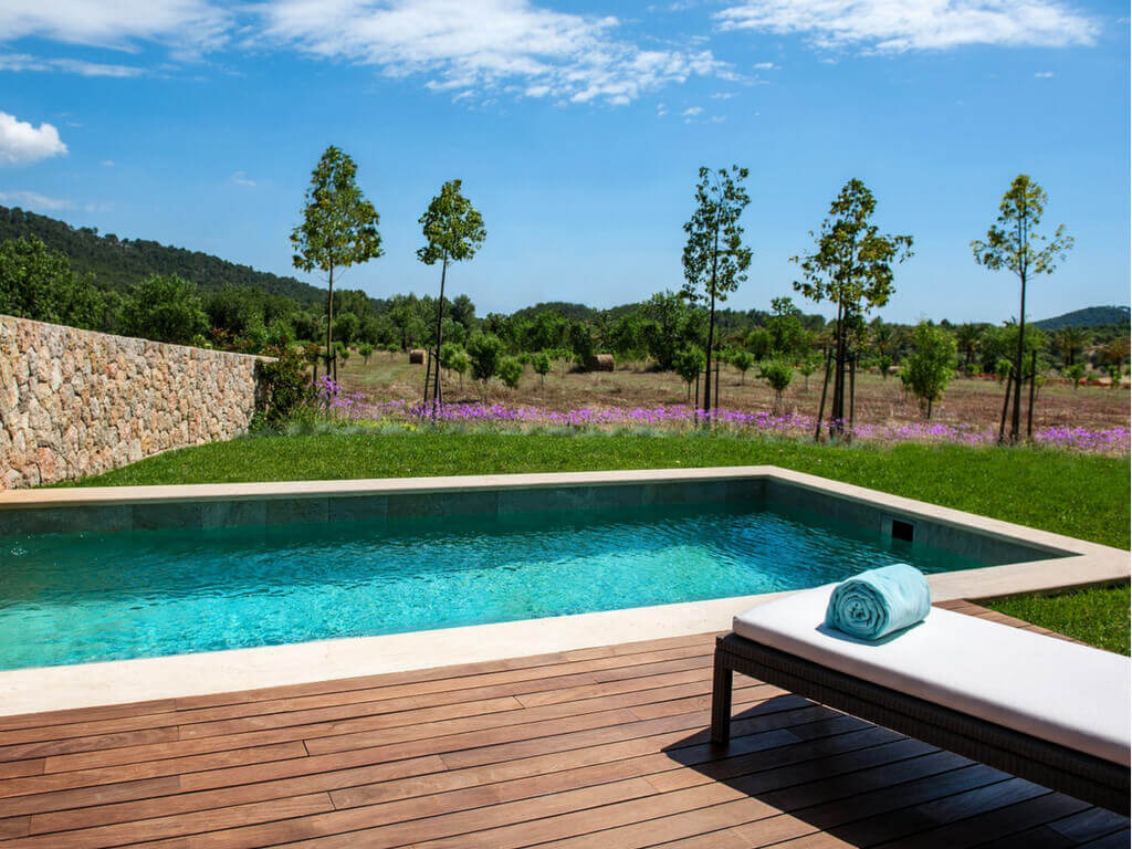 The private swimming pool of a pool suite in Castell Son Claret with a view of the unspoilt nature of Mallorca.