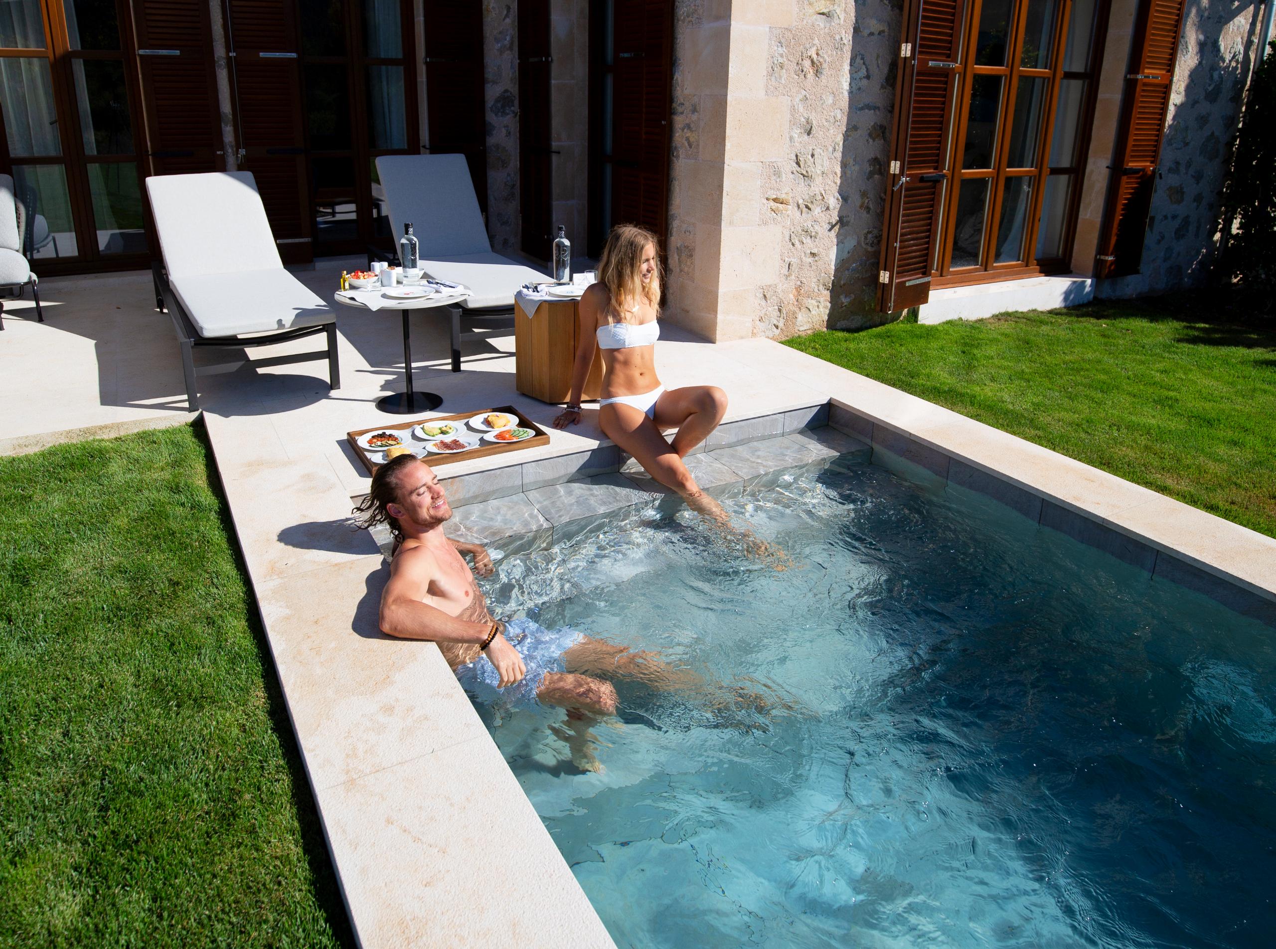 pool suites (2)